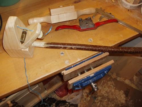 Capra este asamblată cu bățul de alun.