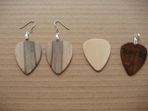 Diverse esențe de lemn pentru finisare.