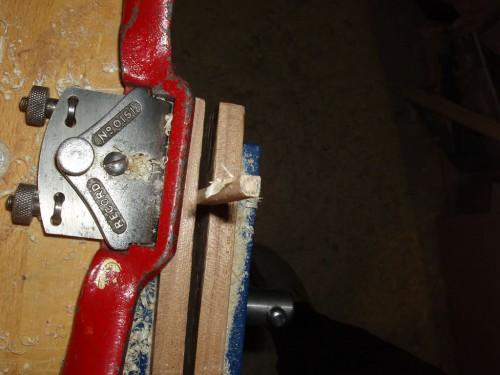 Profilare capăt ax pentru a intra în gaura de 4mm diametru