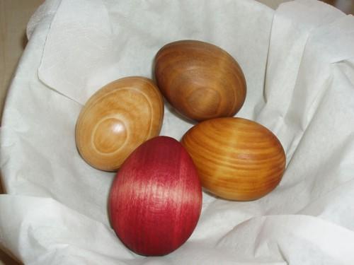 Ouă finisate natur, nucă, castan și sfeclă roșie