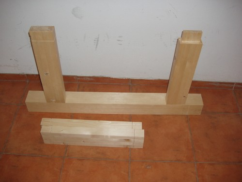 Un picior cu două traverse apropape terminate