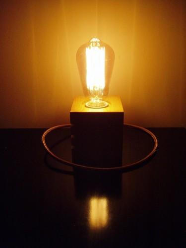 Lumina în zig-zag dată de bec