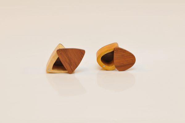 Cutii cadou triunghiulară și clasică