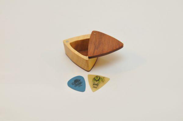 Cutie cadouri triunghiulară
