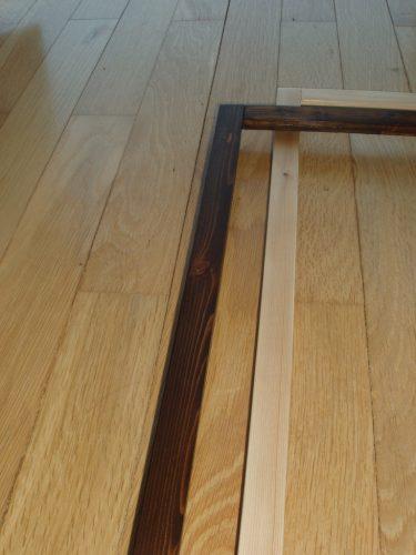 Finisaj rame - detaliu. Fibra frumoasă a lemnului se vede bine în ambele variante.