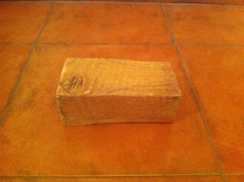 Am inceput cu o bucată de lemn de brad rămasă de la un alt proiect.