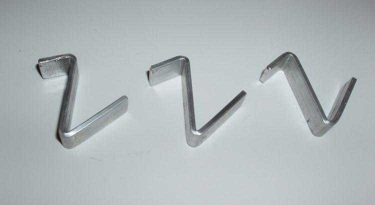 Cele trei cârlige din aluminiu. Am dorit inox, dar nu am găsit decât la foaie.