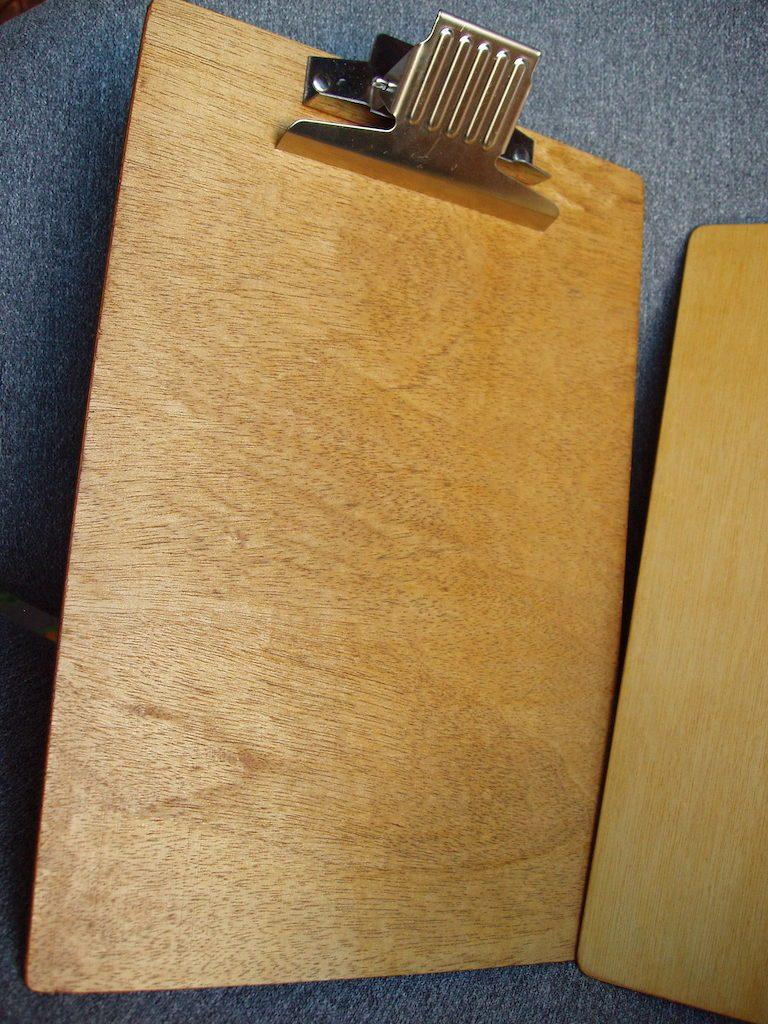 Mecanismul nou: nituirea a fost ușoară, prinderea este foarte puternică. Este ideal pentru a ține mai multe hârtii.