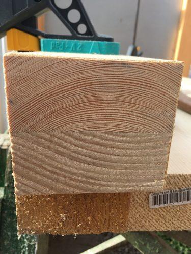 Sunt uimit de cât de bine și de frumos a tăiat fierăstrăul japonez. Fibra lemnului arată minunat.
