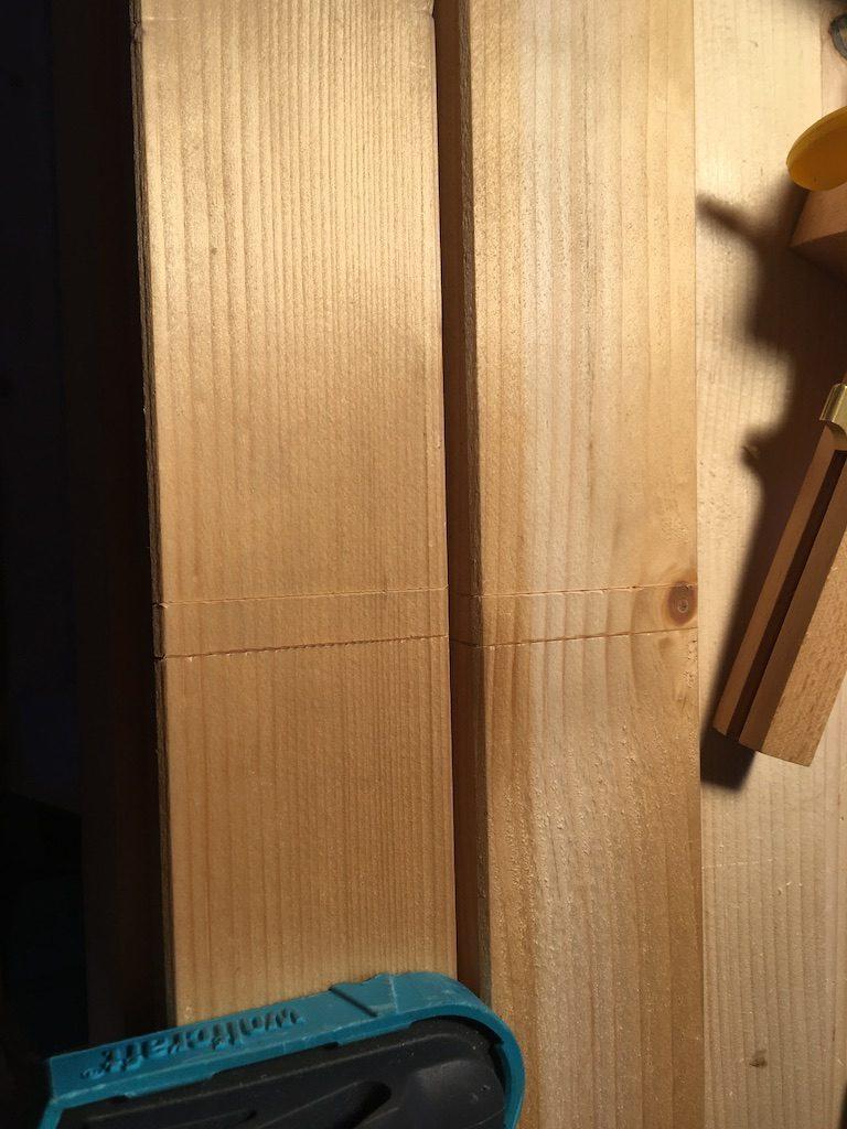 Marcajul pentru separatoarele din sertarul de unelte.