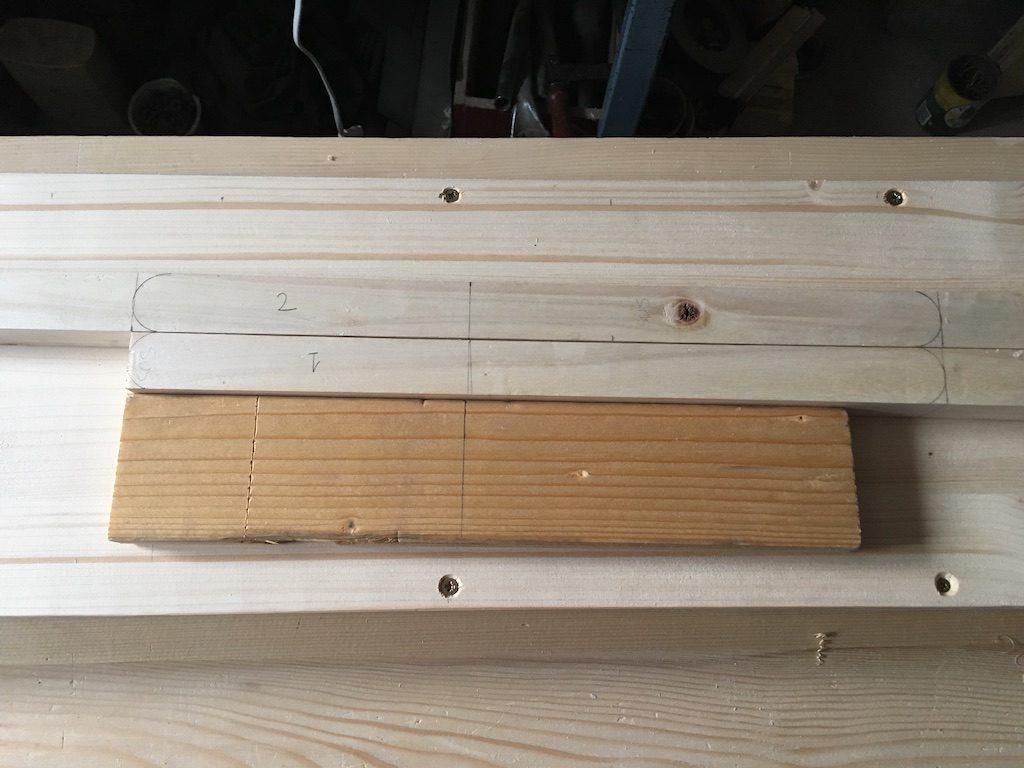 Doi lați de lemn și un alt rest sunt de ajuns pentru sistemul de susținere.